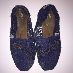 TOMS Lace Navy Blue Slip-Ons